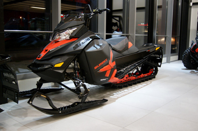 ski-doo-summit-154-2014-900x599 (1)
