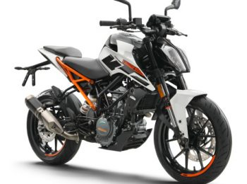 165332_Duke_125_white_ri_front_MY17KTM 125 Duke white studio 2017 Mitterbauer