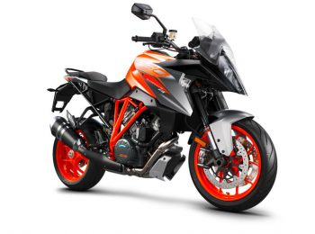 207511_KTM-1290-SUPER-DUKE-GT-right-front-MY-2018